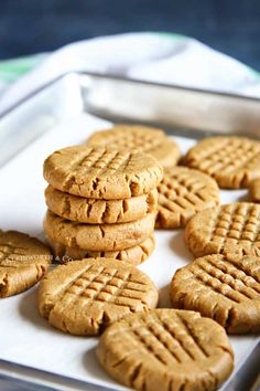 Making peanut butter cookies doesn't get any easier than these Peanut Butter Cookies that are so soft & chewy. You better make a double batch! Making Peanut Butter, Soft Peanut Butter Cookies, Butter Cookies Recipe, Peanut Butter Recipes, Cookies Soft, Easy Cookie Recipes, Best Dessert Recipes, Recipes Dinner, Easy Recipes