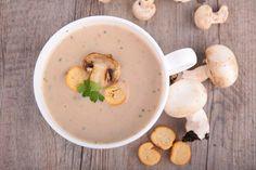 Ingrediente pentru șase porții: 150gr țelină , o rădăcină de pătrunjel, un cartof mare, o ceapă albă, 300gr ciuperci champignon, 150g smantană dulce pentru gătit, 2-3 fire de pătrunjel, sare si piper după gust. Mod de preparare In doi litri de apă cu sare se pune la fiert cartoful curătat de coajă, rădăcina de pătrunjel curătată si tocată, ceapa tocată si telina curătată si tocată. Se rup coditele ciupercilor, se spală in apă rece si se adaugă ciupercile la fiert peste legume. Lăsați-le să…