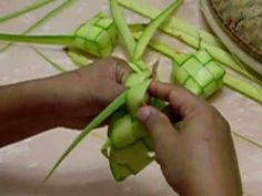 Discover thousands of images about Flax Weaving, Paper Weaving, Weaving Art, Straw Weaving, Basket Weaving, Banana Leaf Thai, Ikebana, Palm Cross, Jardin Decor