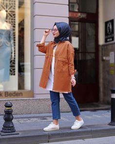 L'image contient peut-être: 1 personne, debout, chaussures et plein air Hi. - Tesettür Tunik Modelleri 2020 - Tesettür Modelleri ve Modası 2019 ve 2020 Niqab Fashion, Modern Hijab Fashion, Muslim Women Fashion, Modest Fashion, Fashion Outfits, Hijab Style Dress, Casual Hijab Outfit, Hijab Chic, Casual Outfits