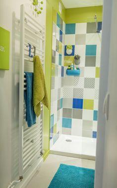 Une douche à l'italienne colorée