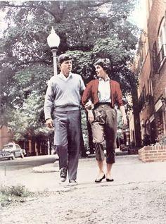 Jackie and John Kennedy walking in Georgetown. By Orlando Suero Jacqueline Kennedy Onassis, John Kennedy, Les Kennedy, Jaqueline Kennedy, Caroline Kennedy, Southampton, John Fitzgerald, Greatest Presidents, American History
