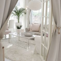 Shows white floors and muted pops of color. 2019 Shows white floors and muted pops of color. The post Shows white floors and muted pops of color. 2019 appeared first on Apartment Diy. Living Room White, Home Living Room, Interior Design Living Room, Living Room Designs, Living Room Decor, Bedroom Decor, Salas Lounge, Casas Shabby Chic, Deco Design