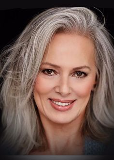 Graue Haare - Best Hairstyles & Haircuts for Men and Women in 2019 Long Gray Hair, Silver Grey Hair, Brown Blonde Hair, White Hair, Pelo Color Plata, Silver Haired Beauties, Grey Hair Inspiration, Natural Hair Styles, Short Hair Styles