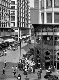 Chicago circa 1907. Madison and State streets. Carson, Pirie, Scott & Company