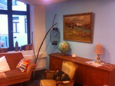Vi har innredet et koselig bibliotek på jobben med brukte møbler. #bruktduellen