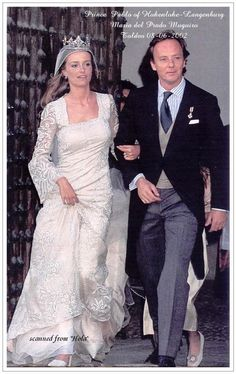 Pablo, Prince Hohenlohe-Langenburg, wed Maria del Prado y Muguiro on 8 June 2002. The bride wore a classic diamond strawberry leaf tiara