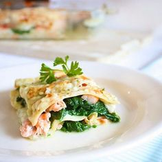 Vandaag delen we een recept voor vislasagne.. weer eens wat anders dan de standaard variant met tomatensaus en gehakt. We like!  Link in bio.
