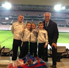30 nov. 2013 : Carrefour et les jeunes joueurs de foot à l'Allianz Riviera