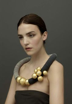 Angela O' kelly - 'Nine Gold Balls' necklace. Angela is featured at the Manchester Dazzle Exhibition . Textile Jewelry, Paper Jewelry, Fabric Jewelry, Jewelry Crafts, Jewelry Art, Jewelry Accessories, Handmade Jewelry, Gold Jewelry, Cartier Jewelry