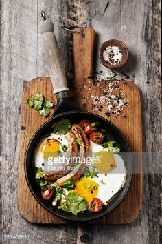 Fried eggs with sausages in a pan on a wooden cutting board. Griddle Pan, Fries, Fried Eggs, Lunch, Sausages, Ethnic Recipes, Sun, Grill Pan, Eat Lunch