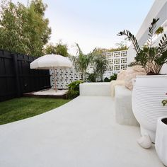 Outdoor Living Areas, Outdoor Rooms, Outdoor Decor, Breeze Block Wall, House Makeovers, Privacy Screen Outdoor, Holiday Apartments, Display Homes, Mid Century House
