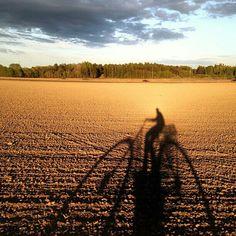 Photo: @meetjulian (instagram) #rusphoto_top #field #nature #landscape #sky #clouds #instagram #sunset #shadow #sun #awesome #bike http://instagram.com/rusphoto