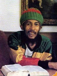 Net Image: Bob Marley: Photo ID: . Picture of Bob Marley - Latest Bob Marley Photo. Bob Marley Legend, Reggae Bob Marley, Bobs Pic, Bob Marley Pictures, Marley Family, Dreads, Famous Legends, I Love My Brother, Peter Tosh