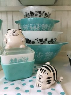 Pyrex; turquoise butterprint and black gooseberry