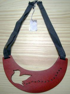 Elk Accessories red bird plate wood necklace NWT.