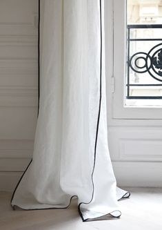4 Terrific Cool Tricks: Basement Window Curtains country curtains for sliding patio door.Curtains Bedroom No Sew curtains interior mirror.No Sew Curtains Valance. Home Curtains, Hanging Curtains, Curtains With Blinds, Blackout Curtains, Curtains Living, Bed Drapes, Luxury Curtains, Ikea Curtains, Nursery Curtains