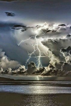 Over a vast ocean of conflict I storm is brewing. With the loss of the last young life, I feel that this storm will swept me with it. All Nature, Science And Nature, Amazing Nature, Beautiful Sky, Beautiful Landscapes, Beautiful World, Landscape Photography, Nature Photography, Lightning Photography