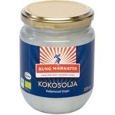 Kokosolja virgin 225ml  Vår kallpressade Virgin Kokosolja innehåller olika naturliga fettsyror, bl a laurinsyra.  Oljan kallpressas direkt efter skörd på ekologiska kokosnötter och har en mild doft och smak av kokos. Konsistensen är fast i rumstempertur men blir flytande vid uppvärmning. Då kokosoljan behåller sina egenskaper även vid höga temperaturer kan den med fördel ersätta annat fett i matlagning och bakning. Den är även god som den är på en smörgås eller att blanda ner i en smoothie.