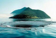 """ЧЁРТОВА ВОРОНКА на озере Байкал, Россия В самой глубоководной части озера Байкал, в тридцати километрах на северо-восток от острова Ольхон, есть место, которое называют """"Чертова воронка"""". В обычное время это ничем не примечательный участок озера. Но он знаменит тем, что раз или два в год вода начинает там буквально """"буйствовать"""". При полном штиле и самой прекрасной погоде вода в этом месте начинает вращаться с бешеной скоростью."""