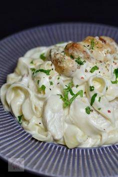 Paste cu pui si sos Alfredo - Another! Baby Food Recipes, Cooking Recipes, Healthy Recipes, Cooked Shrimp Recipes, Food Goals, Desert Recipes, Italian Recipes, Food Videos, Love Food