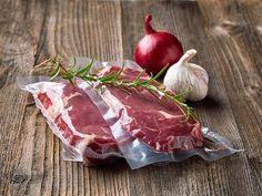 Fleisch, Fisch und Gemüse in Vakuum einschweißen und präzise im Wasserbad garen – fertig ist das Gourmetgericht! Sous-vide-Garen heißt diese besondere Kochtechnik und ist noch dazu besonders schonend …