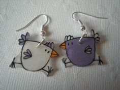 O Poulettes - cute little drawings on shrink plastic is a great idea. Would make adorable jewelry! Plastic Fou, Shrink Paper, Shrink Plastic Jewelry, Shrink Art, Metal Clay Jewelry, Bird Jewelry, Animal Jewelry, Jewelery, Tiffany Art