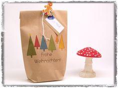 Geschenkverpackungen - Geschenktüte klein Frohe Weihnachten bunter Wald - ein Designerstück von Nanoe bei DaWanda