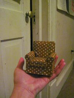Dollhouse Miniature Furniture - Tutorials | 1 inch minis: Follower's Gallery.  Love the Polka Dots