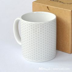 Coloring for adults & kids. Coloring mug with isometric guide. Customize a mug with ceramic brush pens. Original coloring DIY. Crafter gift