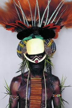 Malcolm Kirk, Melpa tribesman- Papua New Guinea Cultures Du Monde, World Cultures, We Are The World, People Around The World, Anthropologie, Population Du Monde, Arte Plumaria, Art Premier, Tribal People