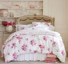 Bedding with roses for a shabby chic