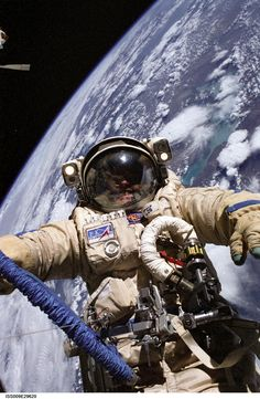 """ Why are NASA's space suits so much clunkier than the ones in science fiction or video games? "" NASA has a real problem with the space suits that they stick their astronauts in to perform space walks. Earth And Space, Cosmos, Space Facts, Facts About Space, Nasa Astronauts, Space And Astronomy, Hubble Space, Astronomy Facts, Astronomy Science"