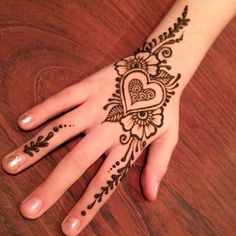 Simple Backhand Mehndi Designs For Girls Mehndi henna designs are always searchable by Pakistani women and girls. Women, girls and also kids apply henna on their hands, feet and also on neck to look more gorgeous and traditional. Cute Henna Designs, Mehndi Designs For Kids, Mehndi Designs For Beginners, Mehndi Designs For Fingers, Beautiful Henna Designs, Latest Mehndi Designs, Simple Mehndi Designs, Henna Tattoo Designs, Beautiful Mehndi