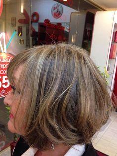 Installé dans le 9e arrondissement de la capitale, Inimitable vous accueille sur rendez-vous du mardi au samedi. Votre équipe de coiffeuses professionnelles sont de véritables visagistes et expertes en relooking.