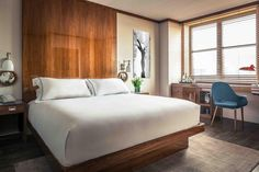 Hotel Hugo is the newest boutique hotel in NYC, infusing the storied bohemian SoHo experience with sophistication with a rich art-meets-industrial atmosphere.