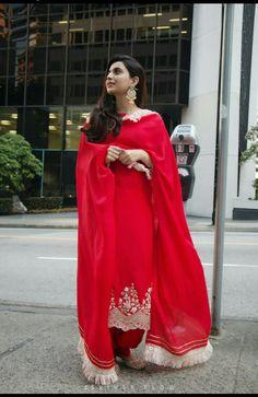 Menu lagda parson da mein sarian lines pa hi ditian status ch Ranihaar dian ,aaj pta e nhi lagrea kehrdi line likha . Muslim Women Fashion, Punjabi Fashion, Indian Fashion, Dress Indian Style, Indian Dresses, Indian Outfits, Pakistani Dresses, Punjabi Suits Designer Boutique, Indian Designer Suits