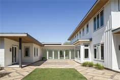 One of the more popular James Hardie siding colors. Hardie Board Siding, Board And Batten Siding, Exterior Siding, Exterior Paint, Exterior Design, White Siding, Cambridge House, James Hardie, Siding Colors