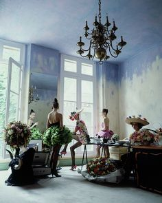 Four Models Inside Christian Lacroix S Studio By Arthur Elgort - Ceiling Decorations Ceiling Painting, Ceiling Murals, House Painting, Ceiling Paint Ideas, Mural Painting, Blue Ceilings, Painted Ceilings, Painted Walls, Colored Ceiling