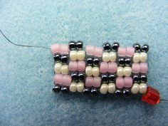 LINDA'S ART BARN: Tutorial: Two-Drop Peyote Stitch