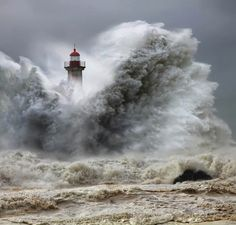 Faros de mundo Wow! I would not want to be the lighthouse keeper for this one!