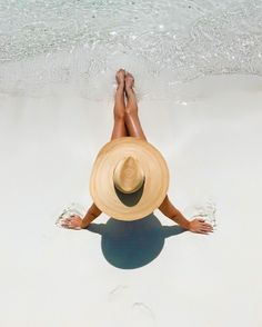 Photo ideas on the tropical beach Visit for other summer vibes couples photos on the beach in … Summer Pictures, Beach Pictures, Beach Instagram Pictures, Instagram Beach, Insta Pictures, Beach Poses, Summer Aesthetic, Beige Aesthetic, Beach Photography
