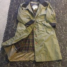 Women's Olive green trench/raincoat Vintage women's Forenza olive green trench with removable wool lining.  Only worn a couple of times Forenza Jackets & Coats Trench Coats