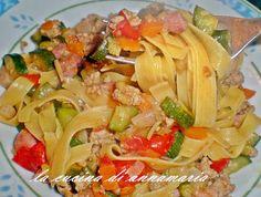 Tagliatelle saporite con zucchine pancetta e carne tritata, ricetta primo piatto