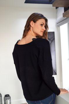 Pull Manon https://www.lescomptoirsdorta.com/fr/ #lescomptoirsdorta #eshop #pull #manon #black #spring #collection #dentelle #doudou #crush