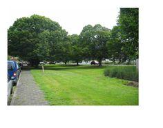 zo moet ons plein er ook uit gaan zien met aan de ene kant de voetbalkooi en aan de andere kant nog genoeg groen met bomen. Thijs Hemmes