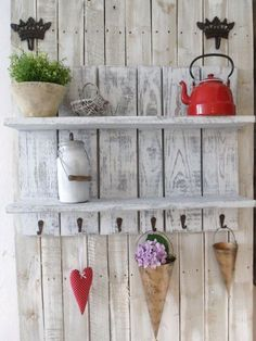 Viva la Vintage! I'm so gonna make this with pallet wood! #recycle #DIY