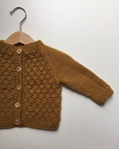 """Carl's Cardigan is worked bottom-up with raglan decreases on the yoke. The body is worked in smocking st while the sleeves are worked in stockinette st. The width of the cardigan will """"grow"""" a couple of cm in use because of the characteristic elasticity of the smocking st - therefore the pattern is designed to be narrow at first."""