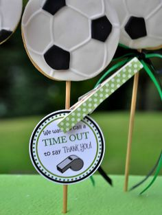 Cake pops at a Soccer Party #soccer #partycakepops