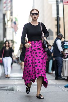The Best Street Style from New York Fashion Week Street Style Spring 2018 Day 5 New York Fashion Week Street Style, Spring Street Style, Cool Street Fashion, Lace Skirt, Midi Skirt, Spring Summer 2018, Spring Fashion, Style Inspiration, Flat Mules